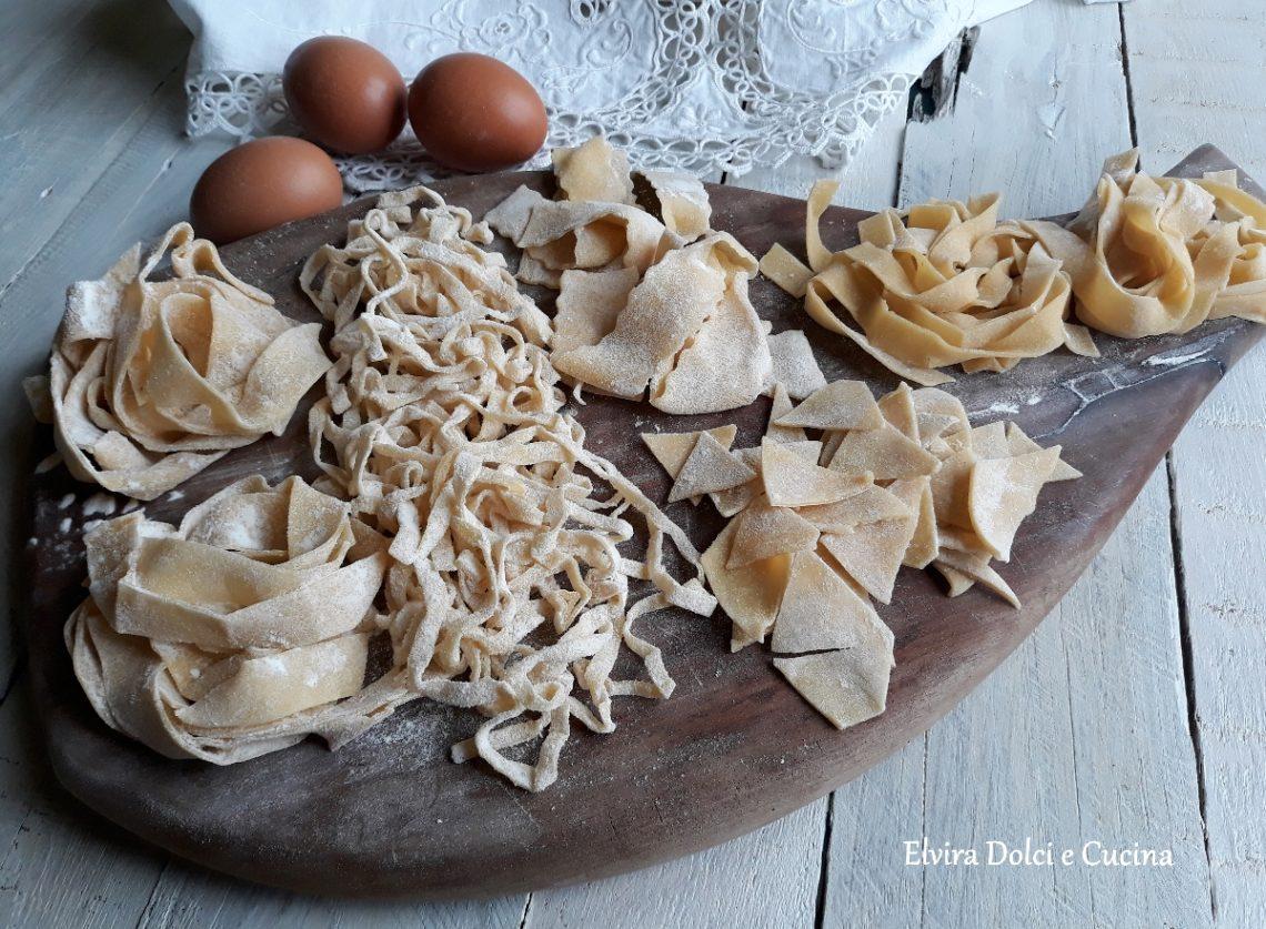 Tagliatelle e altri formati di pasta fresca fatta in casa