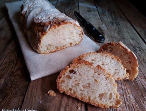 filone di pane arrotolato fatto in casa