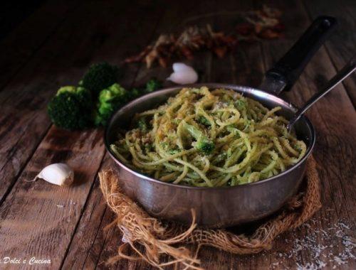 Spaghetti ammollicati con crema di broccoli e pecorino grattugiato