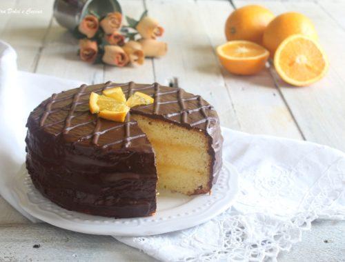 Torta al cioccolato fondente con crema all'arancia