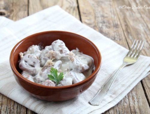 Gnocchi con farina di castagne mascarpone e salsiccia