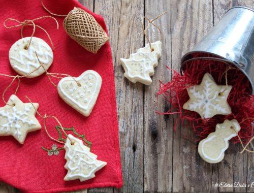 Biscotti alla vaniglia da appendere all'albero