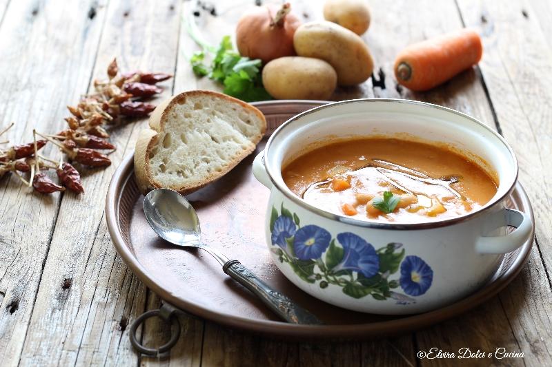 Zuppa di fagioli cannellini e patate ricetta cremosa