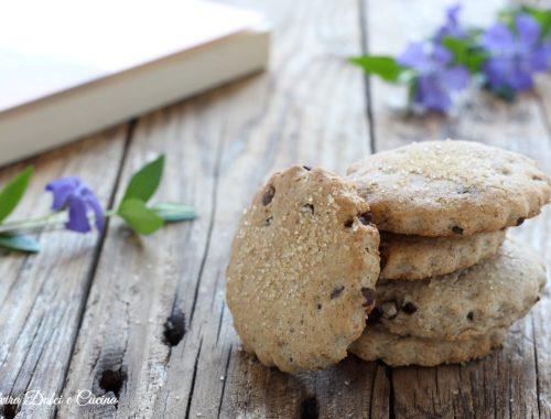 Biscotti integrali al grano saraceno e gocce di cioccolato