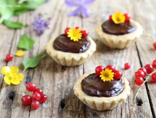 Crostatine cioccolato e marmellata di ribes