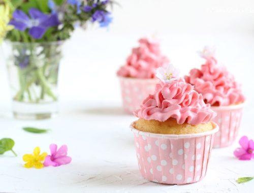 Cupcake con cioccolato bianco e frosting al mascarpone