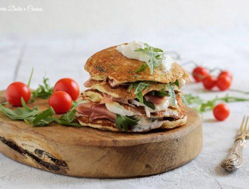 Pancakes di zucchine con burrata e prosciutto
