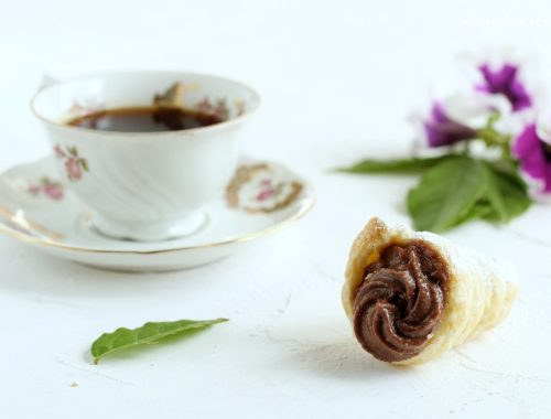 Coni di pasta sfoglia con Nutella e ricotta