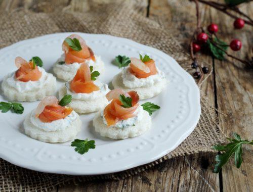 tartine salmone e gamberetti