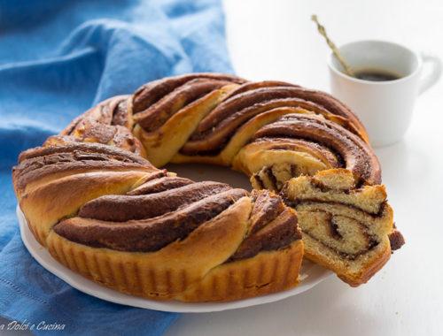 Ciambella intrecciata di pan brioche alla Nutella