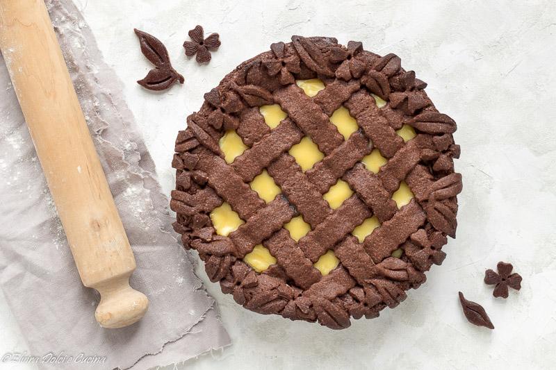 Crostata con frolla al cacao e crema pasticcera