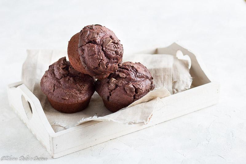Muffin al cioccolato fondente senza uova e burro