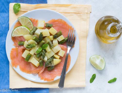 Carpaccio di salmone con asparagi patate e lime