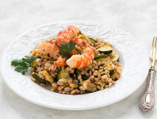 Insalata ai 5 cereali con zucchine e gamberi