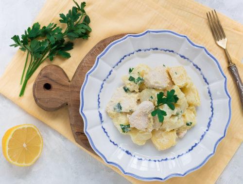 Insalata di pollo e patate fredda e cremosa