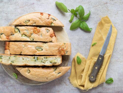 Torta salata di albumi con zucchine e pecorino