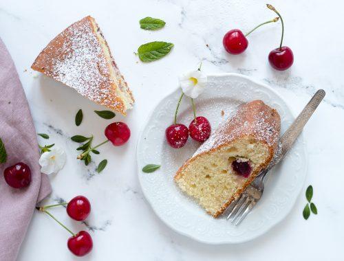 Torta soffice yogurt e ciliegie