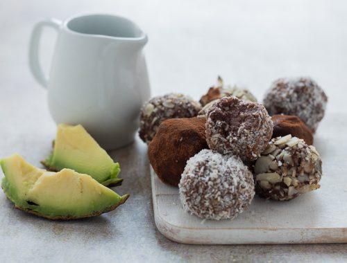 Tartufini di avocado al cioccolato fondente