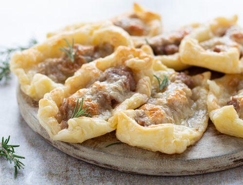 sfogliatine di salsiccia e mozzarella