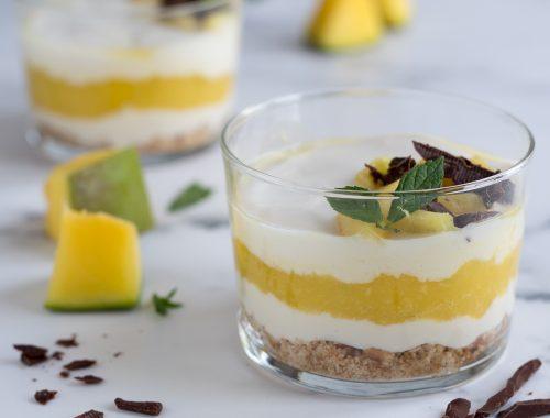 Coppette di yogurt alla soia e mango